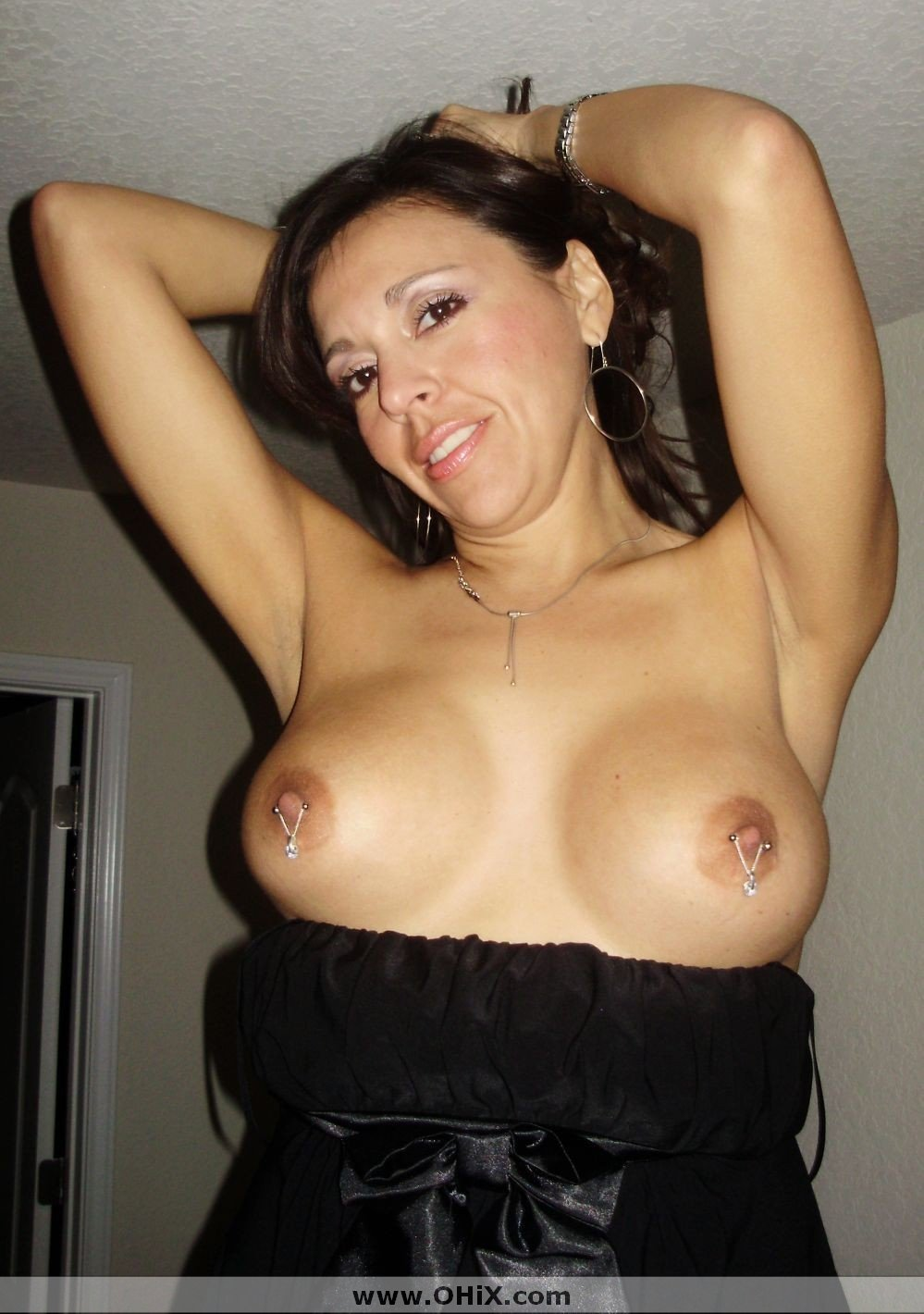 http://static.ohix.com/photos/Mature-brune-bronzee-3/13.jpg