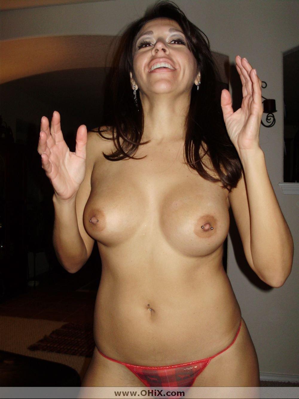 http://static.ohix.com/photos/Mature-brune-bronzee-4/23.jpg