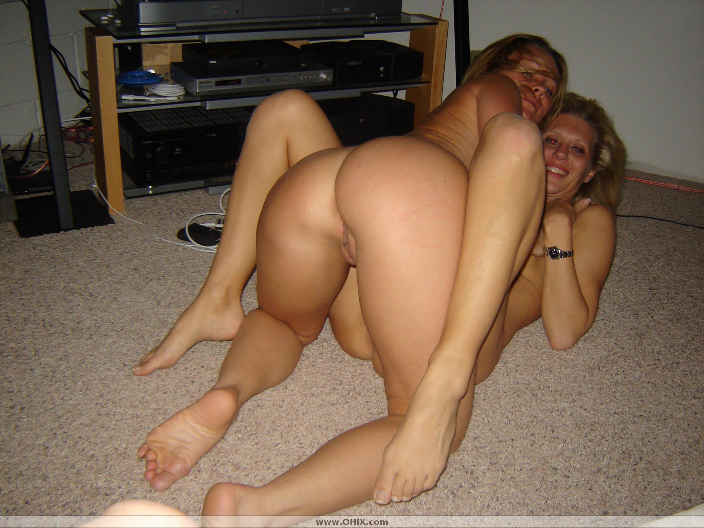 http://static.ohix.com/photos/Trio-2-blondes-chaudes/13.jpg